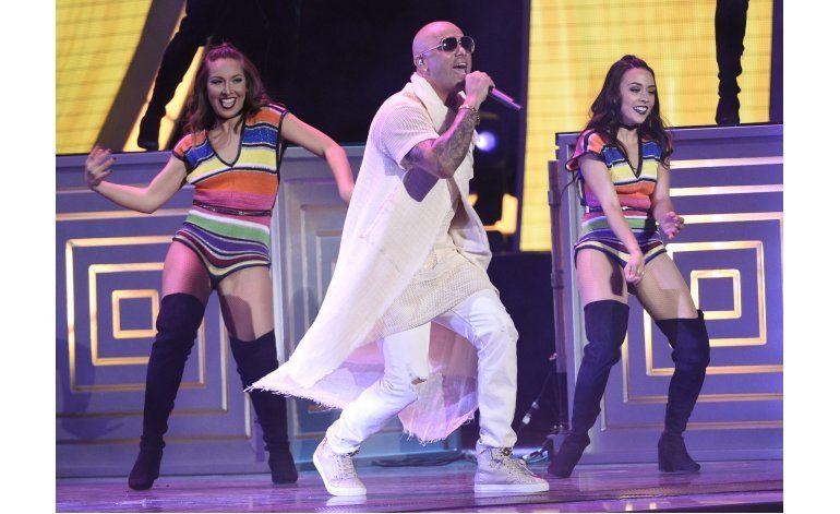 Latin Grammy: Juanga triunfa póstumamente, J.Lo sorprende