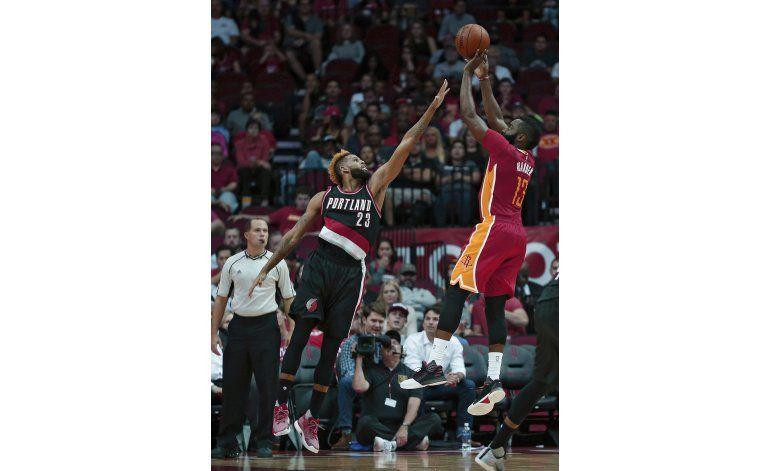 Harden logra su 3er triple doble, Rockets vencen a Blazers