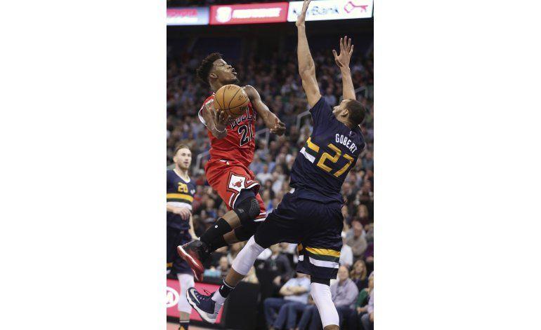 Butler anota 20 y Bulls ganan a Jazz 85-77 en su cancha