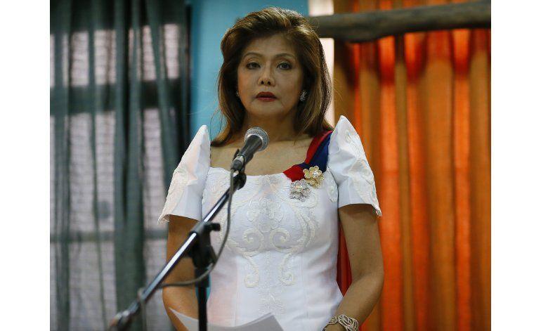 Pese a protestas, entierran a Marcos en cementerio nacional