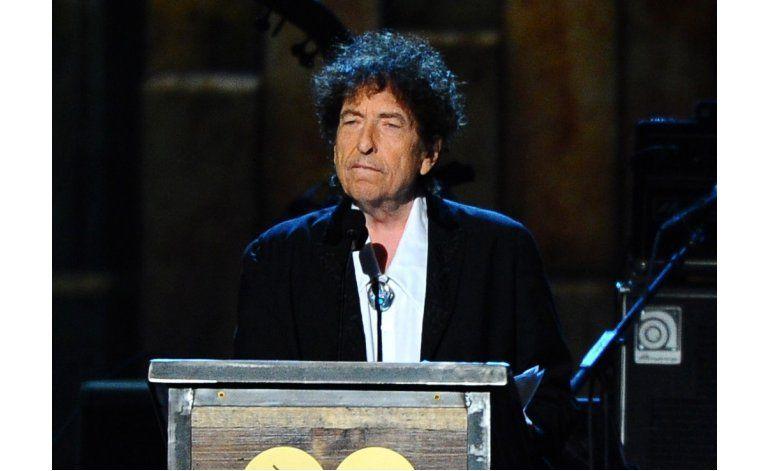 Academia: Dylan podría dar discurso por Nobel el próximo año