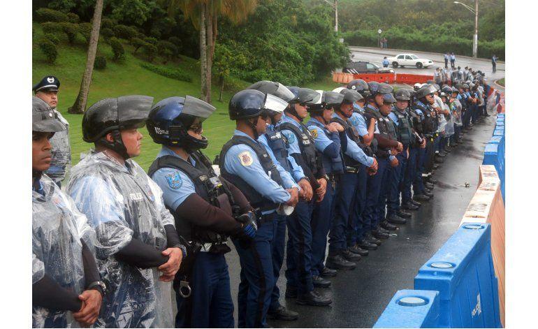 Protestan en Puerto Rico contra junta de control fiscal