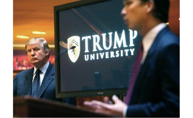 Trump acepta zanjar demandas contra su universidad