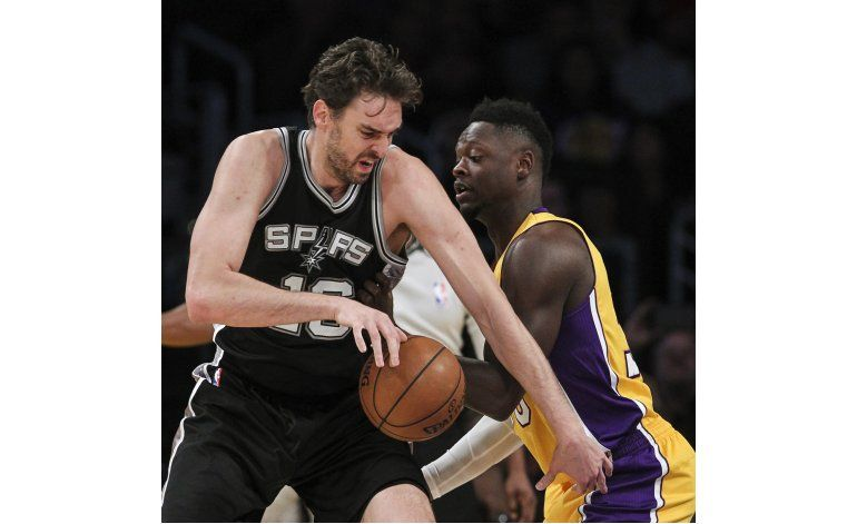 Aldridge anota 23, Spurs ganan a los jóvenes Lakers 116-107