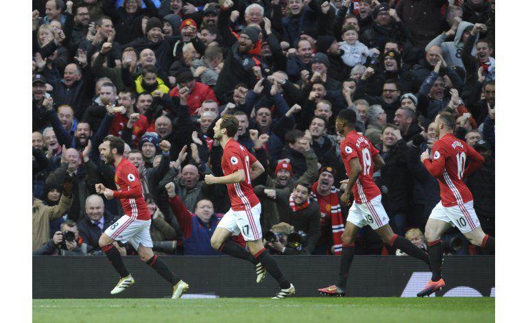 Arsenal empata 1-1 con Man U con gol en último minuto