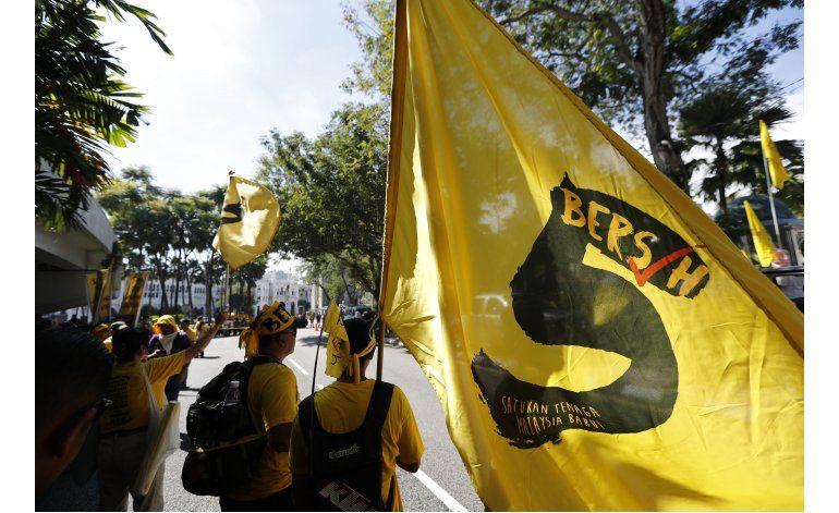 Miles exigen la renuncia del primer ministro malasio