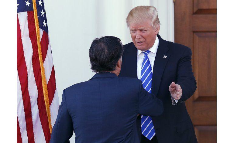 Trump se reúne con Mitt Romney