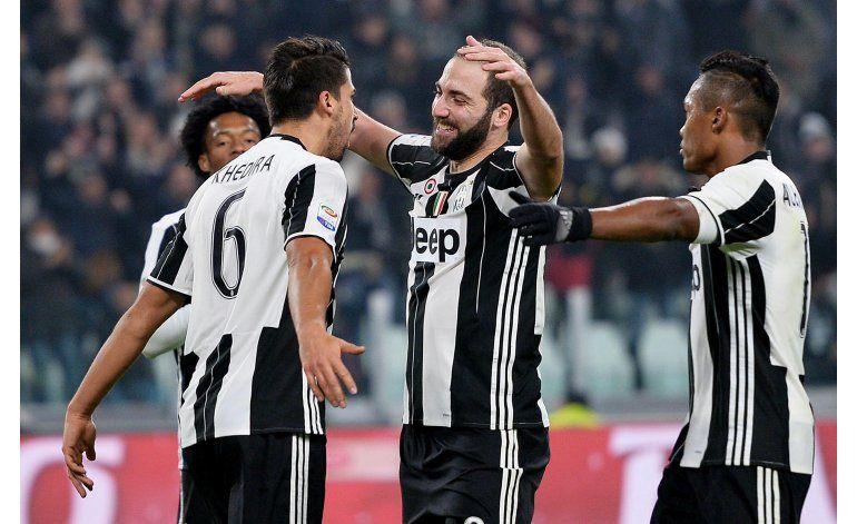 Juventus golea 3-0 a Pescara y se aleja en Serie A
