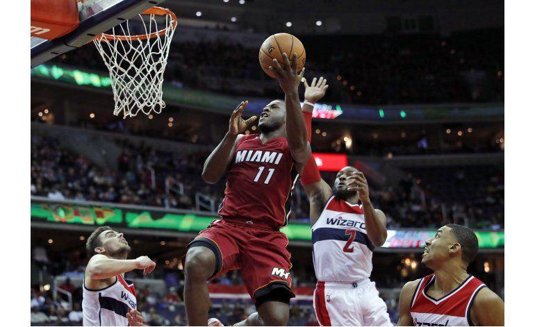 Dragic y Whiteside guían a Heat a triunfo sobre Wizards