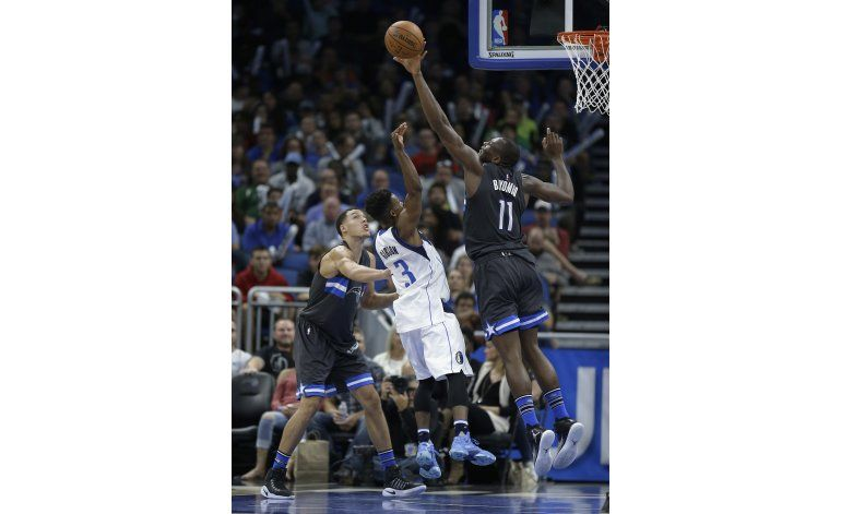 Magic vence 95-87 a Mavericks con gran racha al final