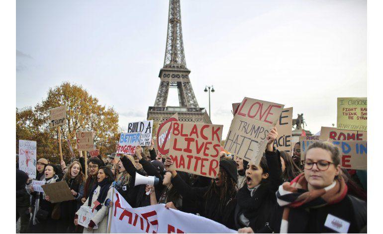 Sarkozy pierde elección primaria tras radicalizar posturas