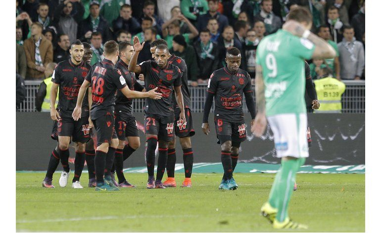 Niza recupera la punta en la liga francesa