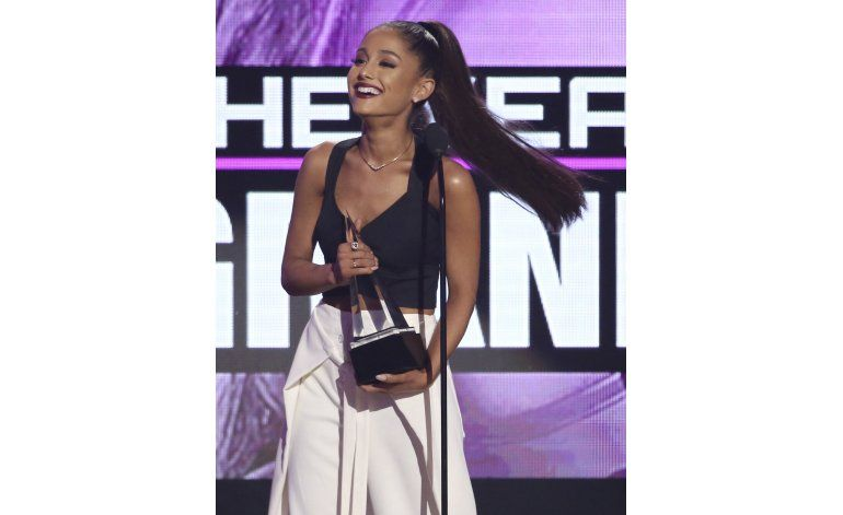 Drake, Bieber triunfan, Selena Gomez se sincera en los AMA