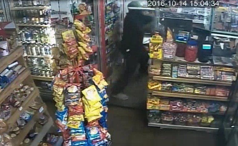 Buscan a criminal que propinó  brutal golpiza al cajero de una estación de gasolina