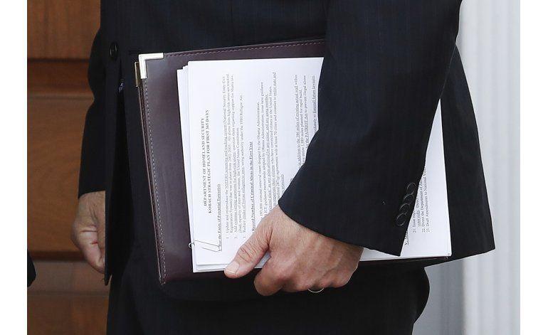 Asesor de Trump propone reinstaurar registro de inmigrantes