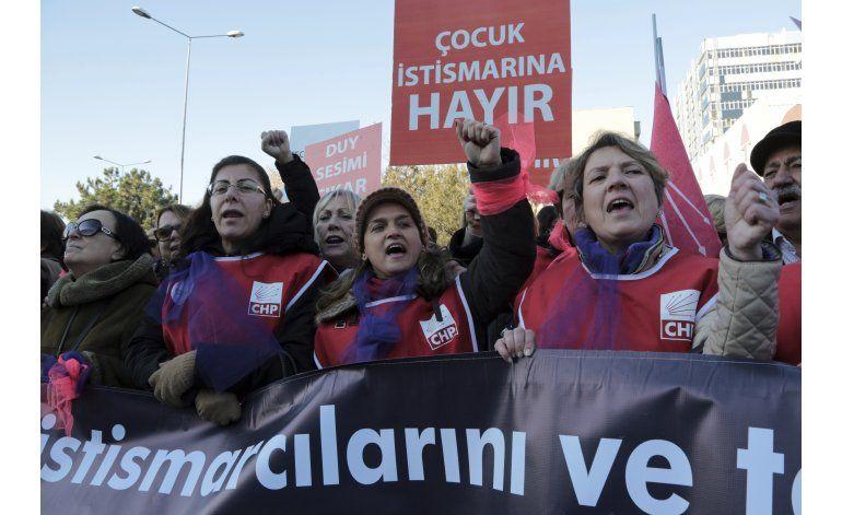 Gobierno turco retira proyecto de matrimonio con menores