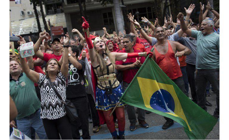 Protestan por medidas de austeridad en Río de Janeiro