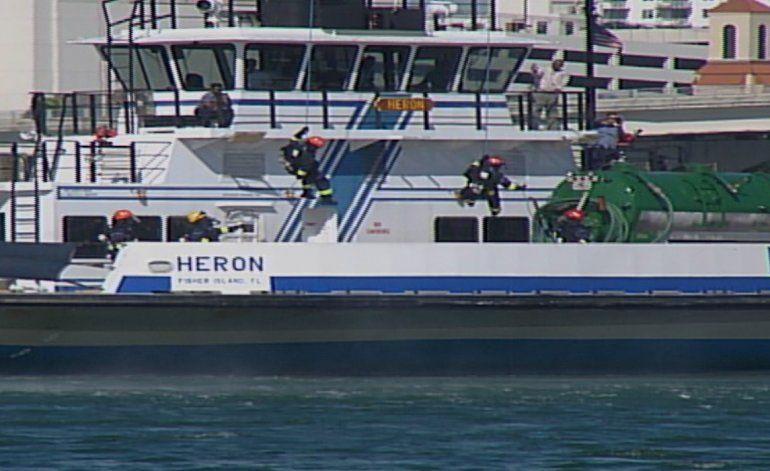 Bomberos de Miami Dade realizan operativo en caso de emergencia marítima