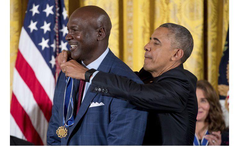 Jordan y Abdul-Jabbar reciben medalla de manos de Obama