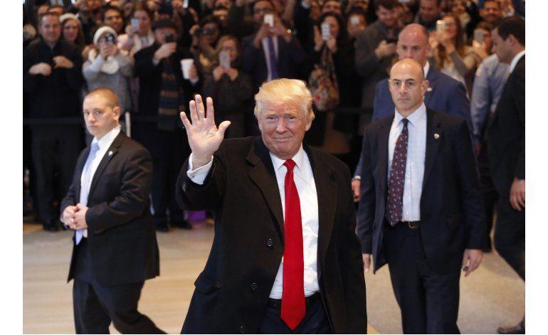 Trump empieza a cambiar posturas sobre clima y Clinton