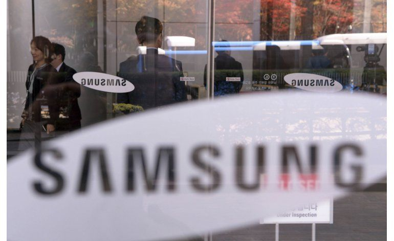Fiscales allanan oficina de Samsung