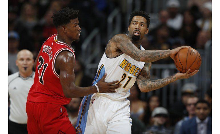 Con 2 tiros libres de Barton, Nuggets superan a Bulls