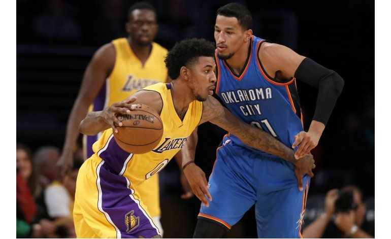 Lakers ganan a Thunder con un triple tardío de Young