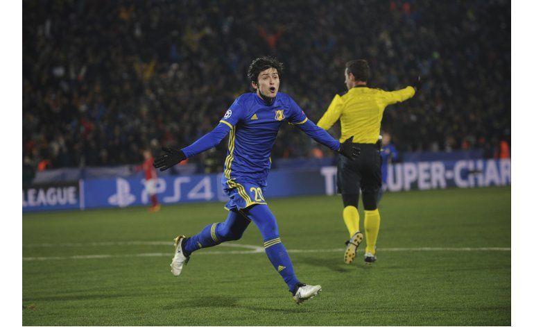 Doblete de Messi asegura primera plaza para Barcelona