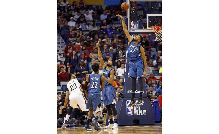 Pelicans ganan a Timberwolves con un Davis sobresaliente