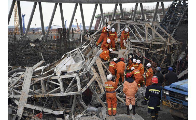 Aumentan a 74 los muertos por caída de un andamio en China