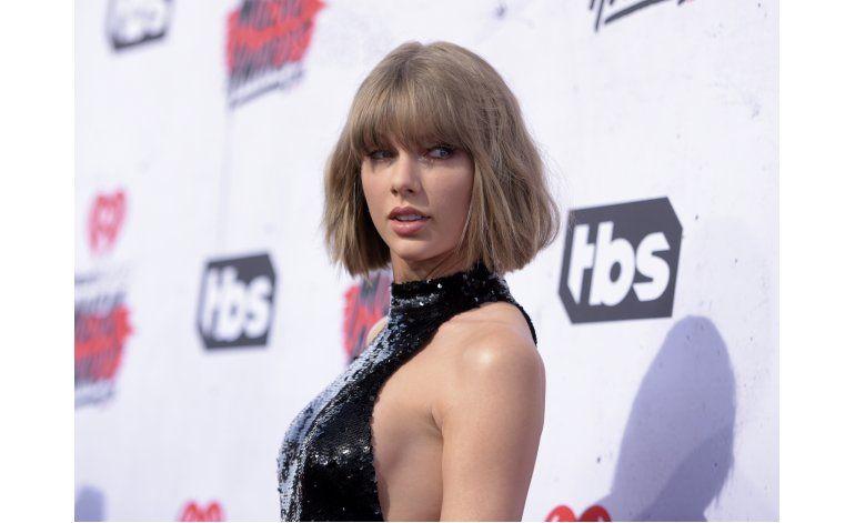 Taylor Swift hace el reto del maniquí