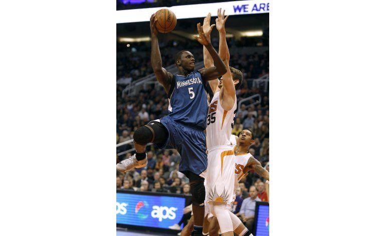Wiggins y Timberwolves remontan para vencer a Suns