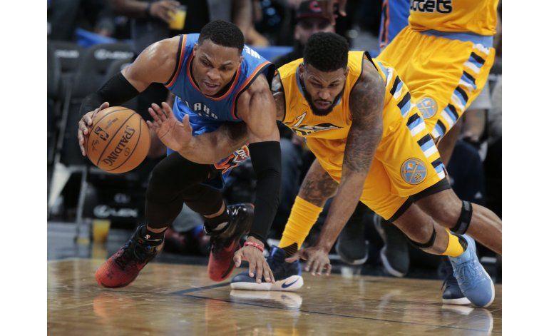 Westbrook logra triple doble; Thunder gana en alargue