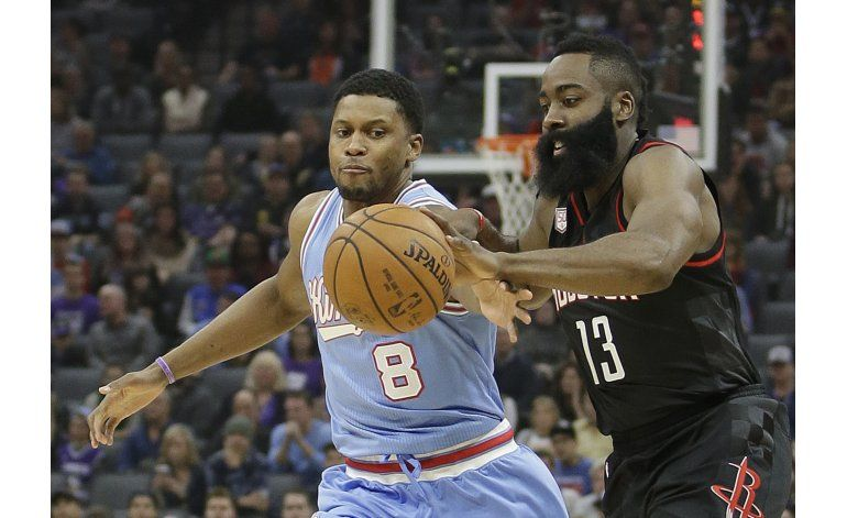 Rockets lanzan 50 triples y vencen a Kings