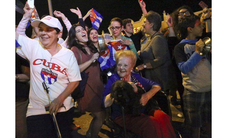 Pesar y festejos por la noticia de la muerte de Fidel Castro