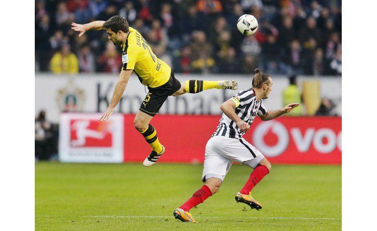 Eintracht Frankfurt sorprende a Dortmund en Alemania