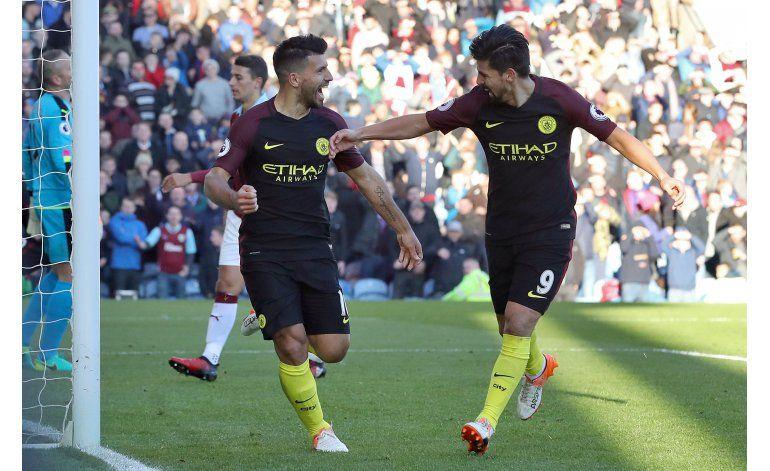 Chelsea, Liverpool y Man City ganan y siguen peleando arriba
