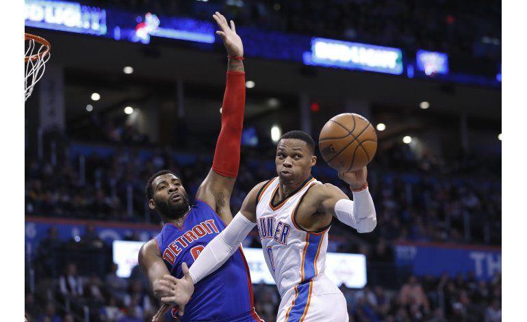 Westbrook ayuda al Thunder con otro triple doble
