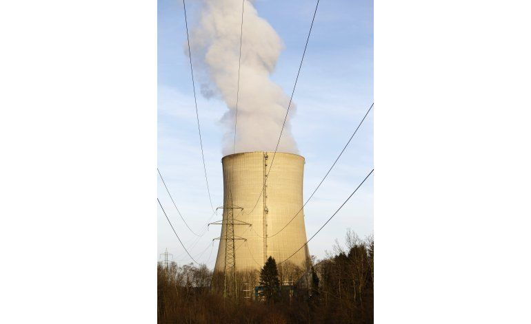 Suiza rechaza plan para acelerar salida de energía nuclear