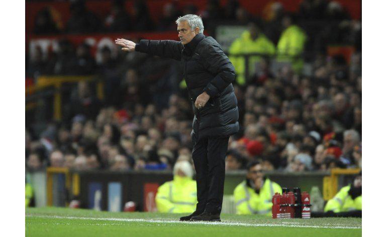 Mourinho expulsado otra vez y Man United se rezaga