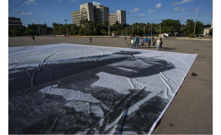 En Cuba, los turistas se topan con un momento histórico