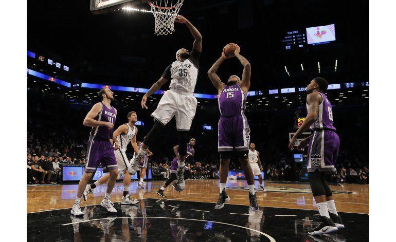 Cousins suma 37 puntos y 11 rebotes; Kings doblegan a Nets