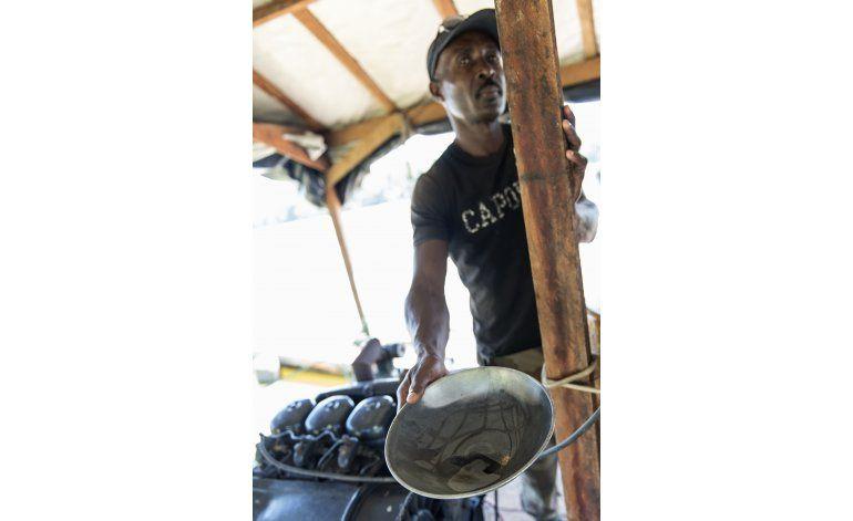 Una mina lleva grandes cambios a ciudad en bosque de Surinam