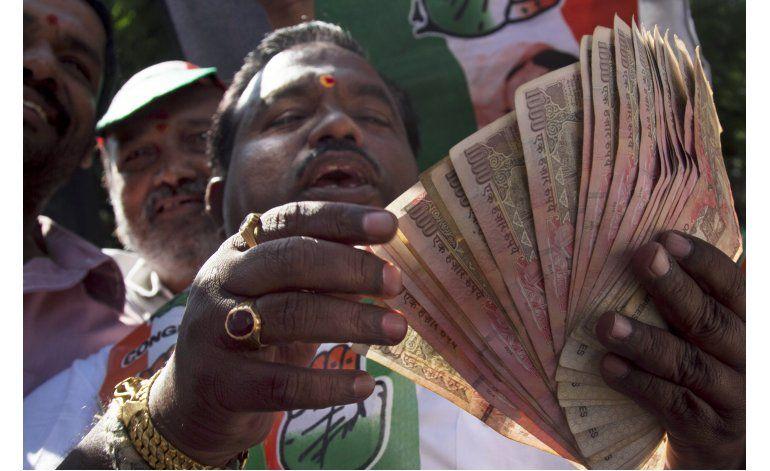 India: Protestan retiro de billetes de alta denominación