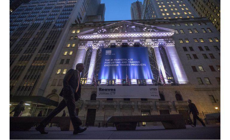 Wall Street revierte su tendencia y cierra a la baja