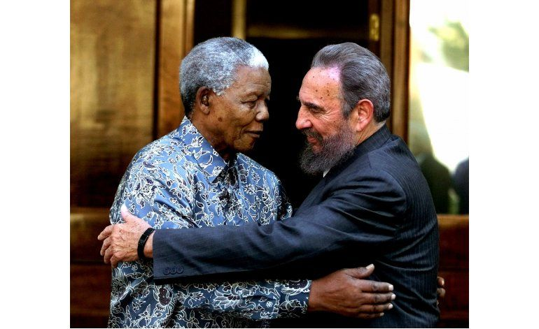 Algunos negros aplauden legado de equidad racial de Castro