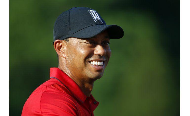 En semana de su regreso, Tiger Woods juega con Derek Jeter