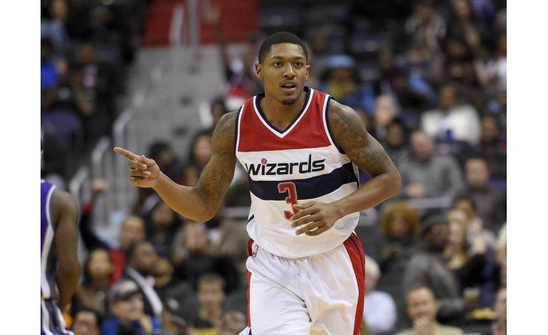 Beal atina 7 triples y Wizards vencen a Kings en prórroga