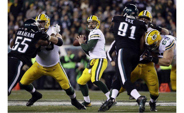 Rodgers y Packers reviven, con victoria sobre Eagles