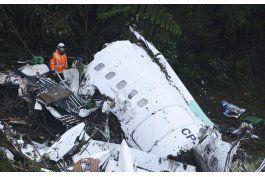 al menos 76 muertos tras estrellarse avion con equipo de futbol de brasil en colombia